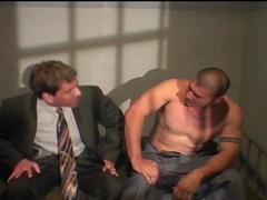 Un avocat baise avec son client en prison