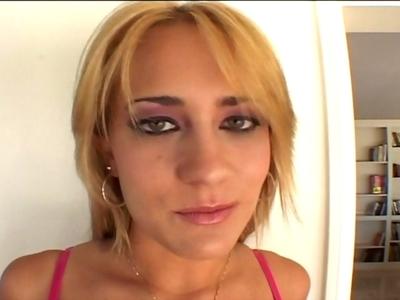 Vous aimez les belles filles et les gros nichons ? Cette vidéo est pour vous. El